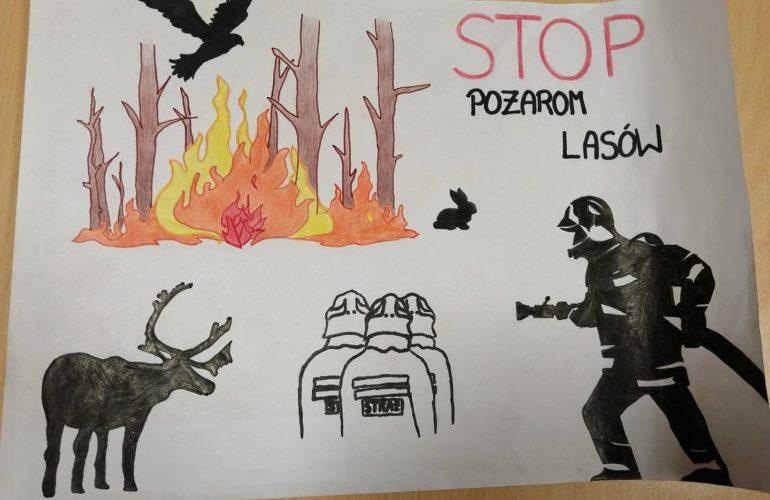 Płonące drzewa, uciekające zwierzęta, strażacy w akcji.